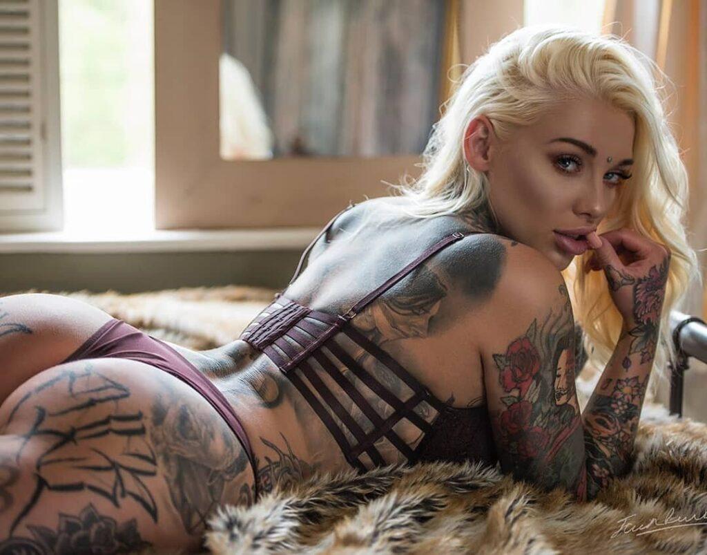 Lauren Brock 04